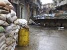 Ulice Homsu blokuj� obrn�n� transport�ry (22. �nora 2012)