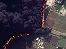 Po��r ropovodu v Homsu na sn�mku po��zen�m z dru�ice  spole�nosti DigitalGlobe