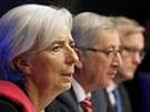 Na sn�mku zleva: ��fka MMF Lagardeov�, ��f Euroskupiny Juncker a komisa� pro