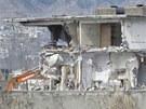 Pákistánské úřady začaly bořit dům v Abbottábádu, v němž žil před smrtí terorista Usáma bin Ládin. (26. února 2012)