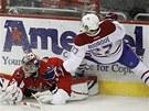 I v takové pozici zasahoval Michal Neuvirth v nočním zápase NHL mezi