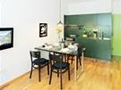 Větší pokoj se změnil v obytnou kuchyň.