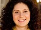 Herečka Martha Issová hraje v sitcomu Helena postavu Kláry.