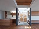 Kuchyně je vybavená moderními technologiemi inteligentní domácnosti 21. století.