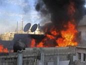 Požár ve čtvrti Bábá Amr v syrském městě Homs (22. února 2012)