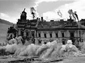 Odstřel budovy okresního soudu v Mostě.