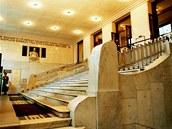 Schodiště do dvorany