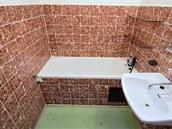 Předchozí majitelé měli pračku v koupelně, tu chce nový umístit do komory s