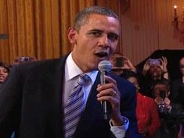 """""""Prezidentský jam session v Bílém domě"""": Barack Obama s mikrofonem, B.B. King"""