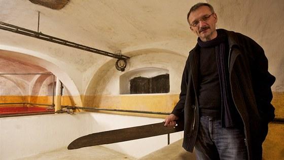 Nástroj v rukou Jiřího Faměry je limpa. Je často zobrazena na pivovarských