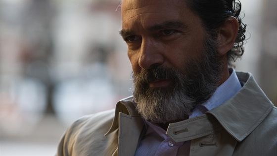 Zarostlý Antonio Banderas ve filmu Zkrat