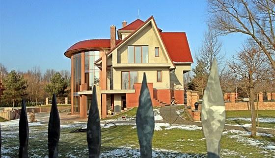 Vila podnikatele Milo�e Hole�ka v pardubick� �tvrti Na Le��nk�ch