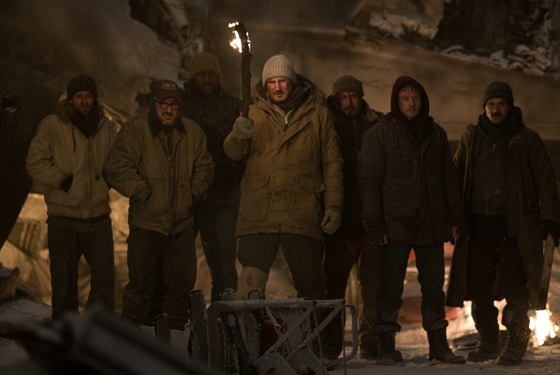 Liam Neeson, Frank Grillo, Dermot Mulroney, Dallas Roberts, Joe Anderson, Nonso Anozie ve filmu Mezi vlky
