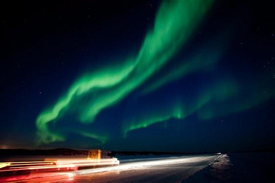 Polární záře vyvolaná oblakem nabitých částic ze Slunce, který k Zemi dorazil