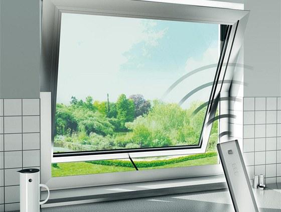 Systémy pro automatické ovládání oken i dveří kombinují dálkové ovládání,