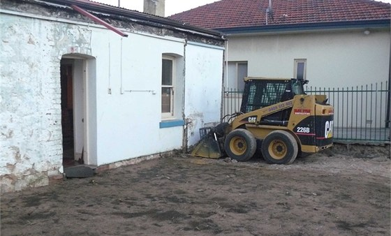P�vodn� ��st domu je pam�tkov� chr�n�n�. Do rekonstrukce se proto nikomu...