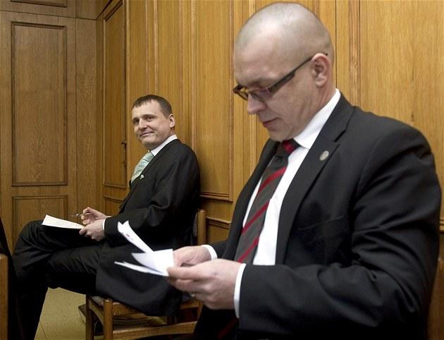 Vít Bárta a Jaroslav �kárka u Obvodního soudu pro Prahu 5. (7. b�ezna 2012)