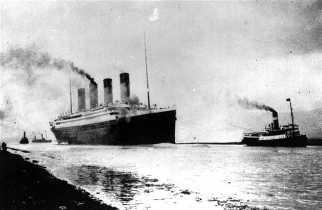 10. dubna 1912: Luxusní parník Titanic vyplouvá z anglického p�ístavu