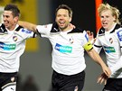 PLZEŇSKÁ RADOST. Fotbalisté Milan Petržela, Pavel Horváth a František Rajtoral