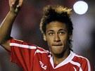 Narodil se v roce 1992, v sedmn�cti u� hr�l za Santos.