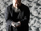 Čínský výtvarník Aj Wej-wej se svými porcelánovými semínky v britské galerii...