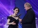 Ceny Anděl 2012 - Lenka Dusilová (zpěvačka roku) s Michaelem Kocábem