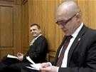 V�t B�rta a Jaroslav �k�rka u Obvodn�ho soudu pro Prahu 5. (7. b�ezna 2012)