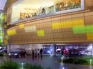 Pohled na obchodní galerii Arkády od Gočárova okruhu