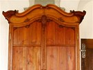 Barokní skříně mají za sebou náročný zásah restaurátora.
