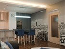 Fototapeta propojila celý pokoj, obývací i kuchyňskou část.