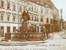 Pohled do ulice 28. října s Merkurovou kašnou v popředí na přelomu