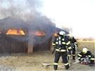 Požár přístřešku v Samotiškách nedaleko Olomouce hasily tři jednotky