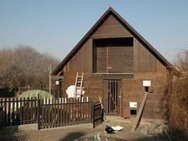 V Toulcově dvoře mají kurník společný pro slepice, husy a kachny. Slepicím