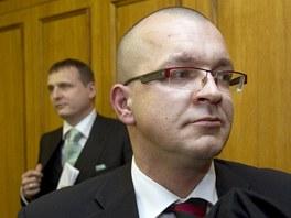 Jaroslav Škárka a Vít Bárta u Obvodního soudu pro Prahu 5. (7. března 2012)