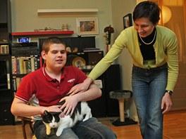 Adam Blažek s maminkou Evou a rodinným mazlíčkem.