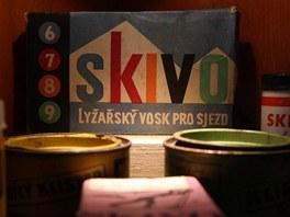 Expozice v Lomnici je obsáhlá, ukazuje například i lyžařské vosky.
