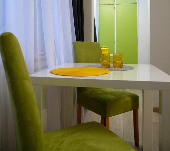 Jarní zelená oživila pokoj i kuchyni.