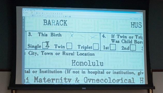 Joe Arpaio na tiskové konferenci zpochybnil pravost rodného listu Baracka Obamy