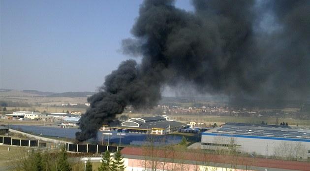 Po�ár pneumatik v Plzni - Skvr�anech.