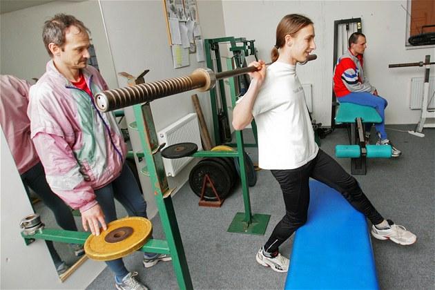 Atleti AC Start Karlovy Vary trénují v nezkolaudované posilovn�.