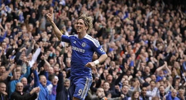 DLOUHO NEPOZNANÁ RADOST. Úto�ník Fernando Torres skóroval po dlouhých p�ti