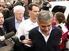 Policie zatýká amerického herce George Clooneyho (16. března 2012)