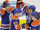 Hráči Edmontonu oslavují gól. Zleva: Ladislav Šmíd, Ryan Nugent-Hopkins, Ryan