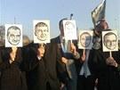 Na demonstraci dorazili i lid� s maskami vl�dn�ch p�edstavitel�: ministra