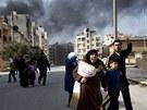 Rodiny s dětmi prchají ze syrského Idlibu, o nějž armáda svádí boj s