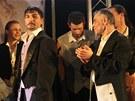 Po konci vězeňskou jídelnou přeměněnou v divadelní sál zazněl mohutný potlesk.