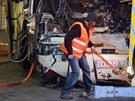 Švýcařští záchranáři v tunelu na dálnici A9, kde havaroval belgický autobus