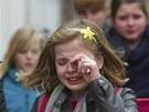 Spolužáci zemřelých dětí ze školy v belgickém městě St. Lambertus přišli do