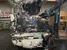 Trosky zničeného belgického autobusu. Při nehodě ve Švýcarsku zahynulo 22