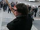 N�rodn� rada uspo��dala demonstraci p�ed pardubick�m divadlem (15.3.2012).